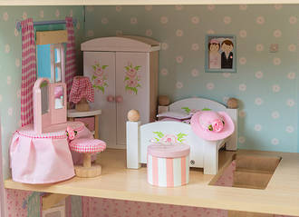 Le Toy Van DaisyLane Master Bedroom Furniture Set